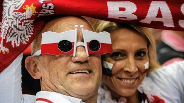 Polscy kibice po raz kolejny stanęli na wysokości zdania. 12 tysięcy kibiców reprezentacji Polski swoim głośnym dopingiem pomogło podopiecznym Andrei Anastasiego zwyciężyć ze Słowacją 3:1. Zobacz, jak rozpalona do czerwoności Ergo Arena uskrzydliła polskich siatkarzy.