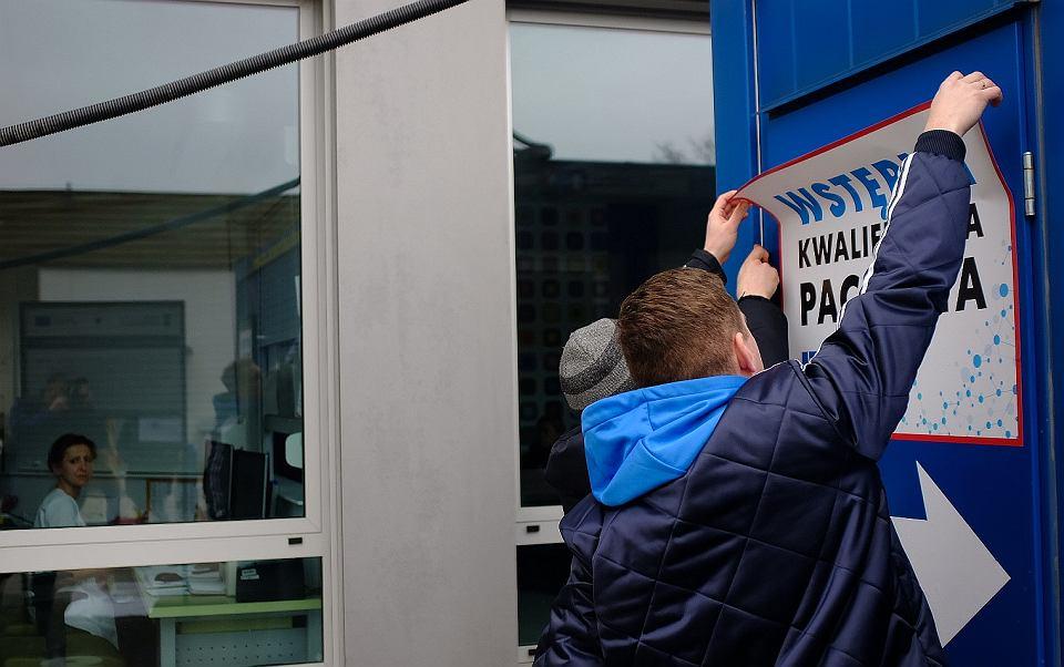 Białystok. Uniwersytecki Szpital Kliniczny. Namiot i kontener do przyjmowania pacjentów w związku z epidemią koronawirusa