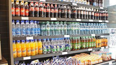Ceny rosną, a sprzedaż spada. Podatek cukrowy wpłynął na rynek napojów słodzonych