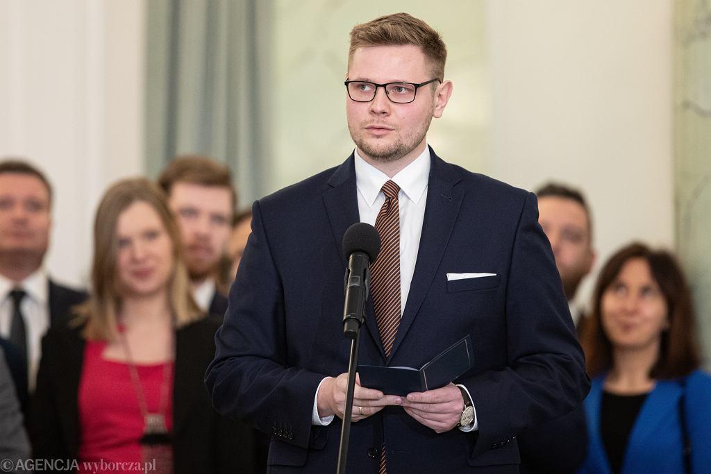 Minister środowiska Michał Woś chory na koronawirusa.