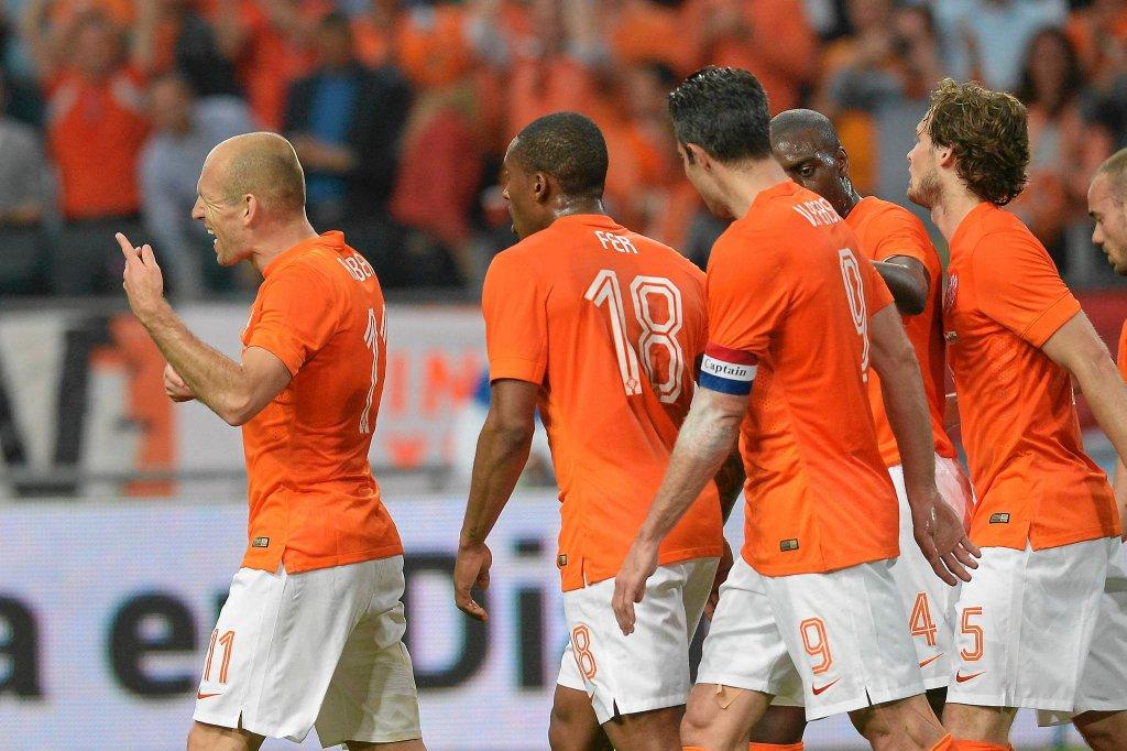 Arjen Robben pierwszy z lewej