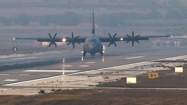 Amerykański samolot ląduje w bazie wojskowej w Turcji
