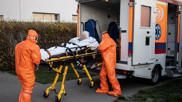 6 kwietnia 2020 r. Transport pacjentów zakażonych koronawirusem ze szpitala w Pleszewie do szpitala zakaźnego w Poznaniu
