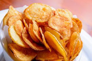 Domowe chipsy nie tylko z ziemniaków. Jak się za nie zabrać? [PRZEPISY]