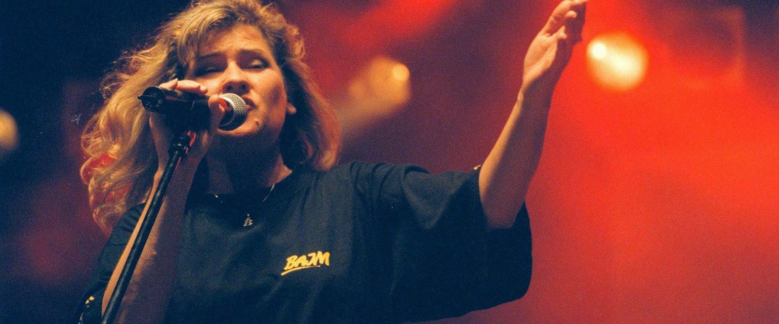 Beata Kozidrak podczas koncertu w latach 90. (fot. Paweł Małecki / Agencja Gazeta)
