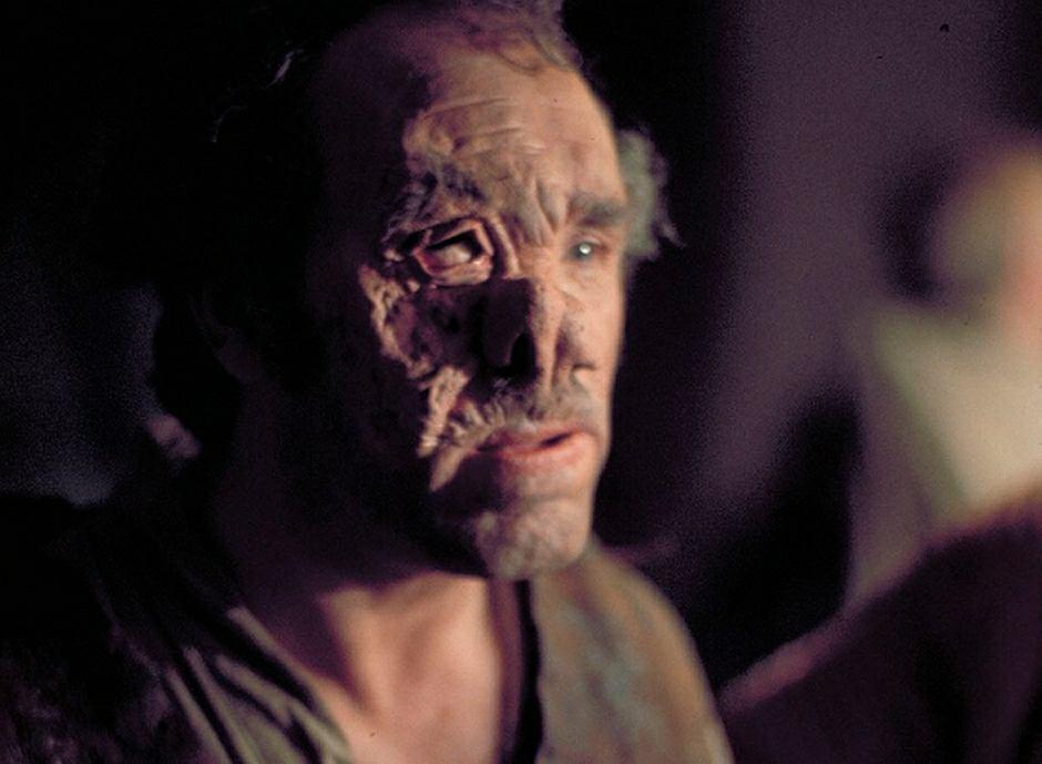 Alfie Curtis jako dr Evazan