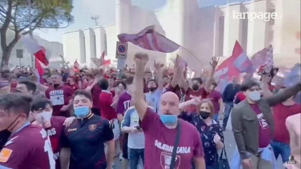 Fani Salernitany podczas fety po awansie do Serie A