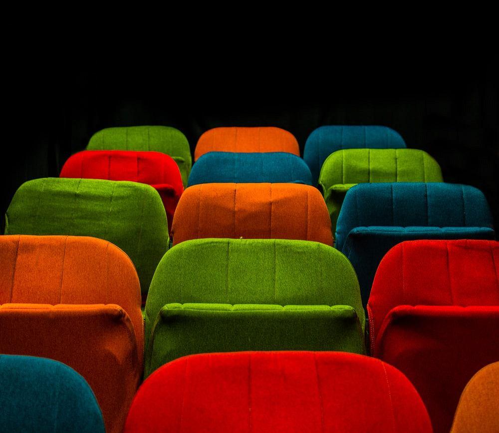Kolorowe pokrowce na krzesła