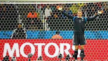 Postanowiliśmy przygotować dla Was aktualizowaną na bieżąco, jedenastkę mundialu. Po zakończeniu każdego dnia rozgrywek będziemy aktualizować - naszym zdaniem - najlepszy zespół tego turnieju. <b>Manuel Neuer</b> - A zaczynamy od niemieckiego bramkarza, który nie tylko wsławił się tym, że nic sobie nie robi ze swojej nominalnej pozycji, ale w znakomitym stylu obronił też strzał Karima Benzemy, wprowadzając Niemców do finału.