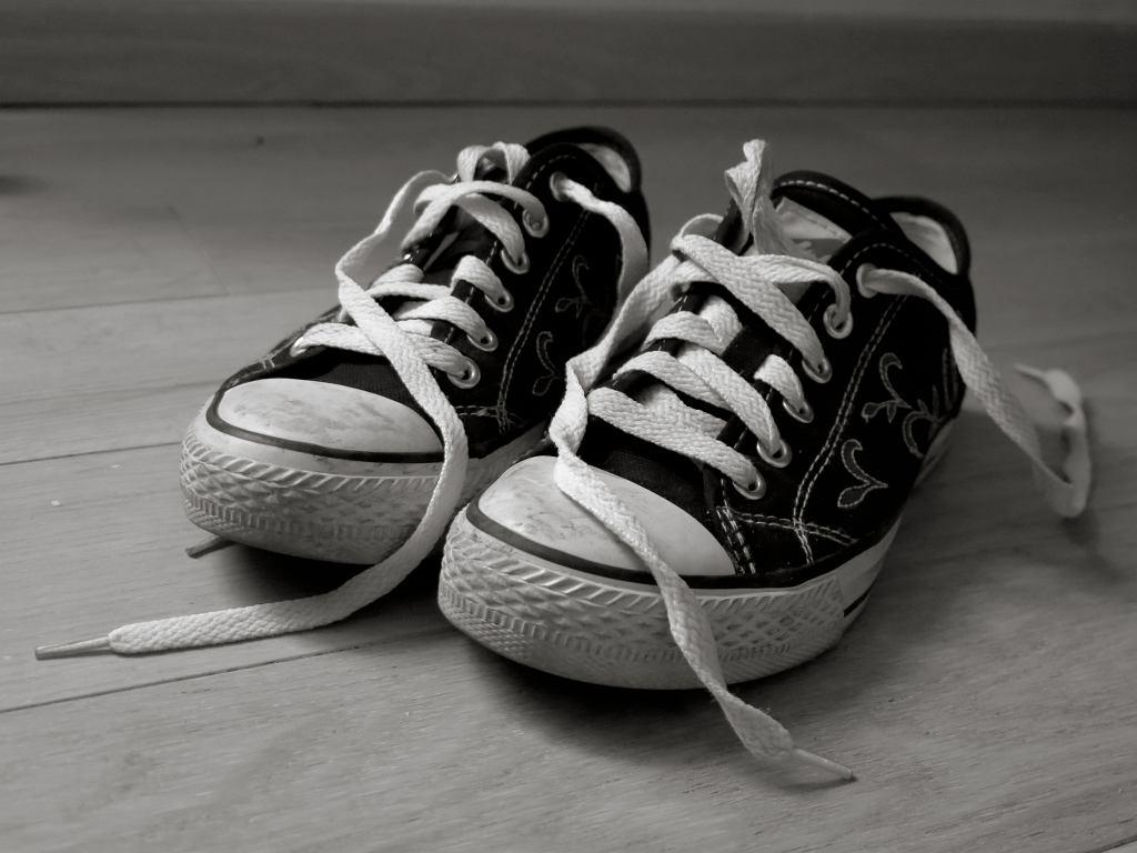 Włóż woreczki po herbacie do butów. Efekt cię zaskoczy