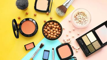 /Set,Of,Decorative,Cosmetics,On,Color,Background