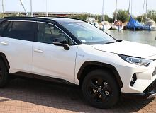 Opinie Moto.pl: Toyota RAV4 AWD-i Hybrid. Testujemy RAV4 z napędem na obie osie i to w odmianie hybrydowe