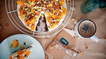 Tort z ricotty na spodzie z pumpernikla - na zimno