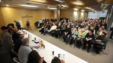 Spotkanie osób objętych ustawą dezubekizacyjną w sali SDS