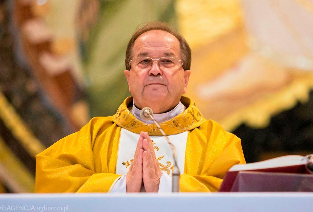 Ojciec Tadeusz Rydzyk podczas mszy świętej.