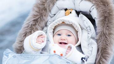 Sinienie ust może wynikać z niskiej temperatury - drobne naczynia krwionośne obkurczają się, a skóra przybiera siną barwę