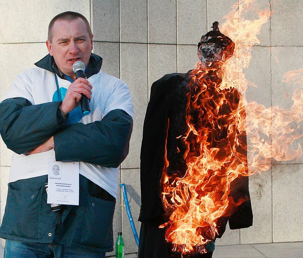 Palenie kukły Jarosława Kaczyńskiego