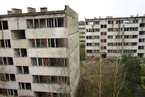 Przed 1992 r. to miasteczko na Dolnym Śląsku tętniło życiem. Dziś jest kompletnie wymarłe. Co tu się stało?