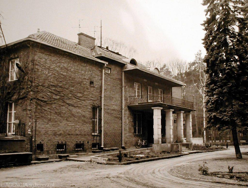 Na archiwalnym zdjęciu widać, jak willa wyglądała w czasach świetności Dla miłośników architektury i obrońców. zabytków zburzenie Julisina było trudnym do wyobrażenia barbarzyństwem