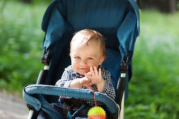 Dziecko w wózku zawsze powinno być przypięte.