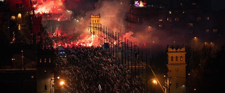 Marsz Niepodległości. Race, palenie flag i Forza Nuova na ulicach Warszawy