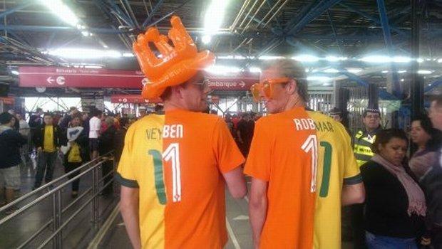 Kibice sympatyzujący zarówno z Neymarem, jak i Robbenem