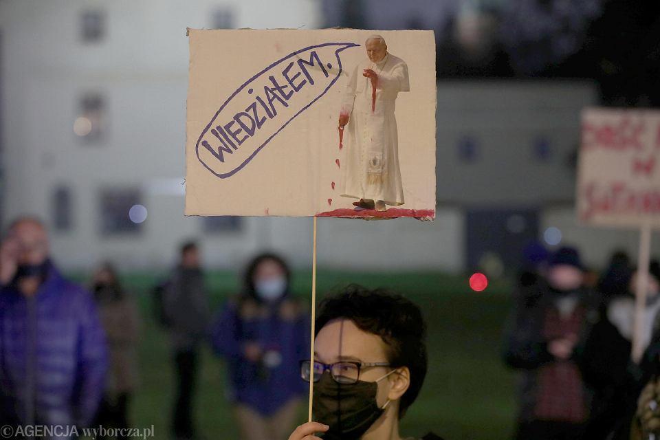 Strajk kobiet w Krakowie. Manifestacja 'Mamy dość Don Stanislao'