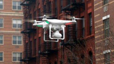 Dron z kamerą w Nowym Jorku (zdjęcie poglądowe)