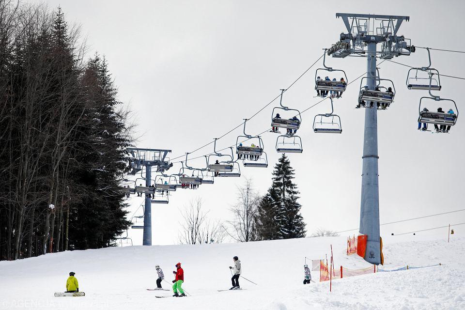 Ferie zimowe. Czy w tym roku dzieci i młodzież pojadą zimą w góry? Na zdjęciu: ośrodek Czarny Groń