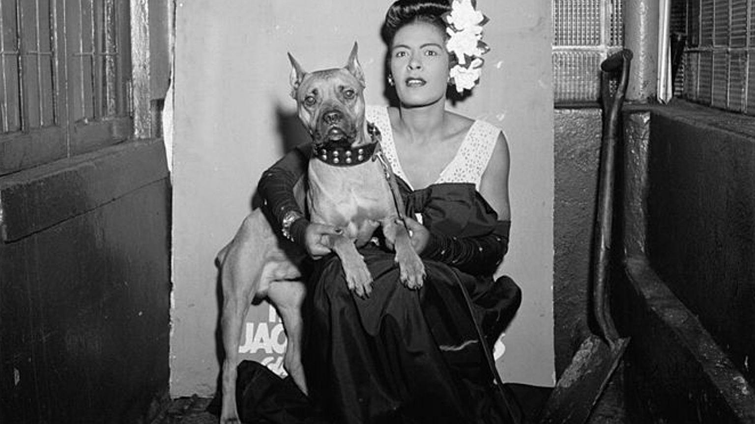 Billie Holiday ze swoim psem w Nowym Jorku, luty 1947 r.