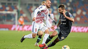 Puchar Polski, Górnik - Lechia 1:2. Błażej Augustyn (z prawej) próbuje powstrzymać Waleriana Gwilię