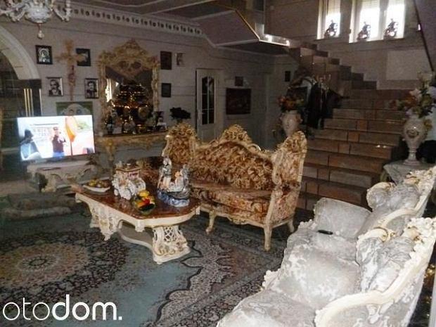 Wnętrza domu w stylu pałacowym