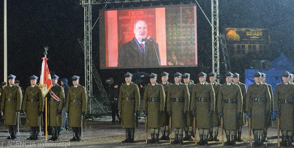 Marzec 2016, Antoni Macierewicz podczas obchodów Dnia Pamięci Żołnierzy Wyklętych pod Grobem Nieznanego Żołnierza