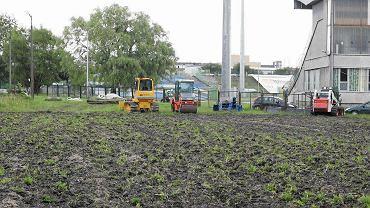 Trwa remont boiska przy al. Piłsudskiego, na którym trenować będą piłkarze pierwszoligowego Stomilu Olsztyn
