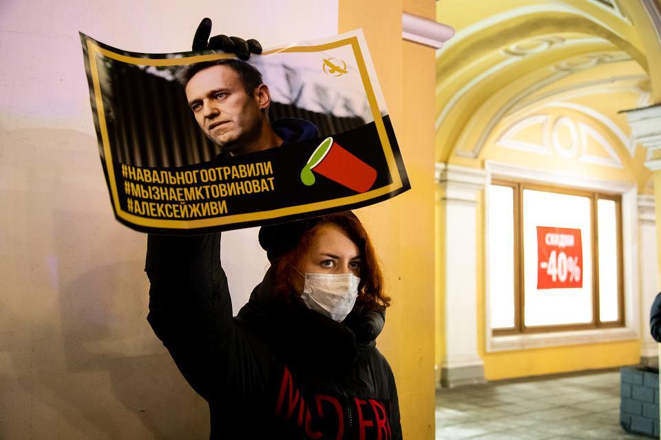 Manifestacja w Petersburgu popierająca Aleksieja Nawalnego, grudzień 2020 r.