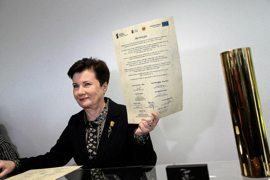 Na zdjęciu: Prezydent m. st. Warszawy Hanna Gronkiewicz-Waltz wmurowała kamień węgielny pod rozbudowę drugiej linii metra na Targówku.