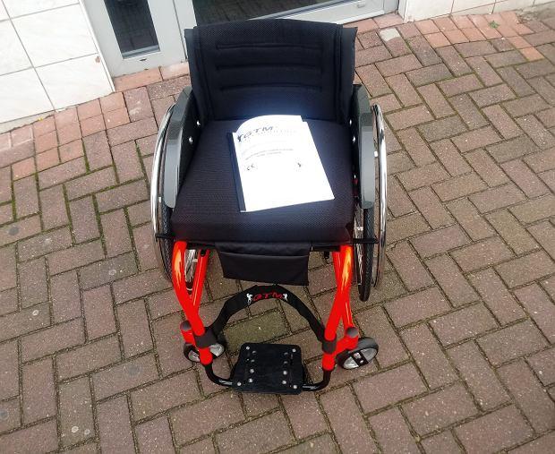 Nowy wózek inwalidzki, który pan Robert kupił dzięki pomocy internautów