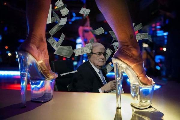 Zdjęcie numer 2 w galerii - Sepp Blatter, deszcz banknotów i... siatka na motyle? [MEMY]