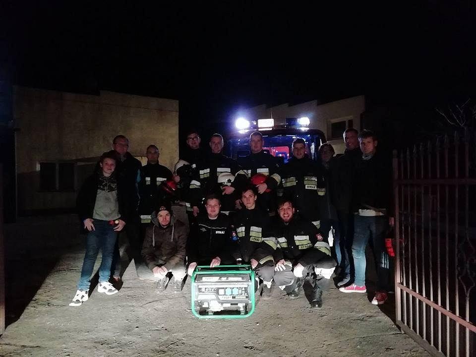 Zdjęcie numer 2 w galerii - Koronawirus w Bydgoszczy. Strażacy zastąpili ratowników medycznych w karetkach