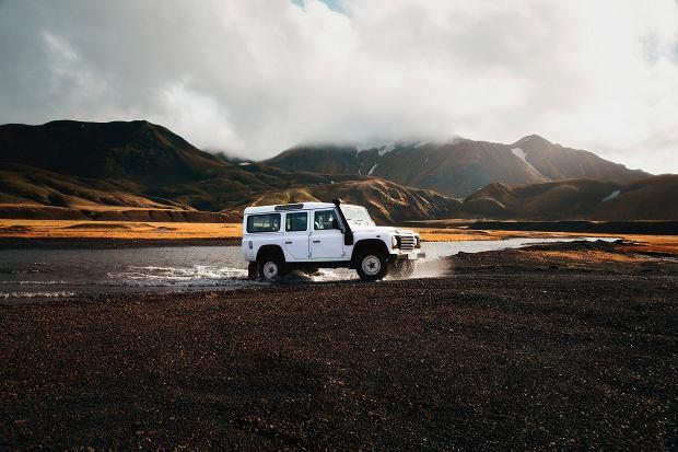 Land Rover. Auto z napędem na 2 osie i mocnym silnikiem