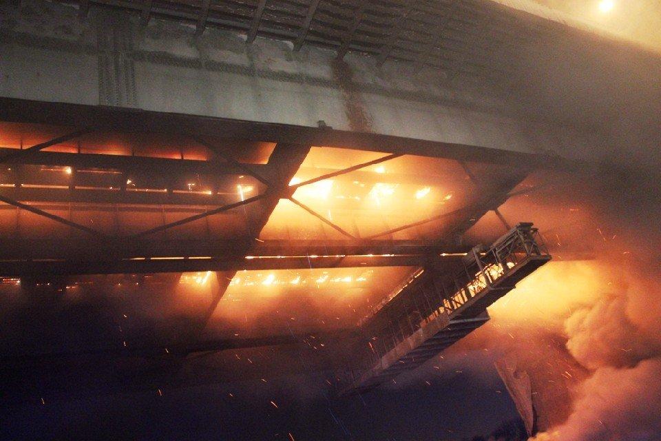 Pożar mostu Łazienkowskiego. Akcja strażaków