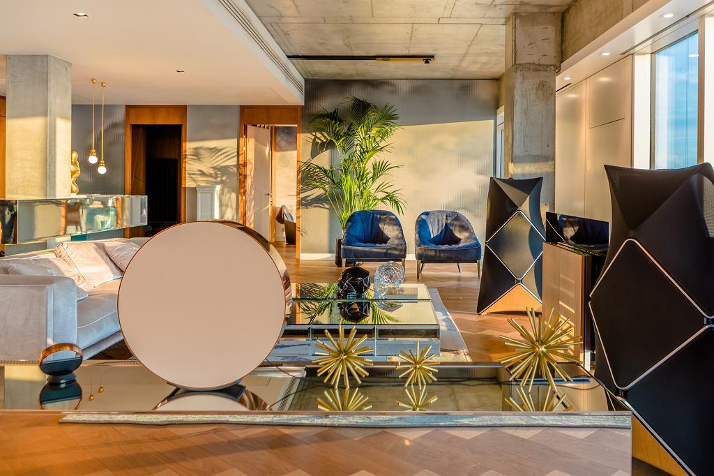 ZŁOTA 44 nawiązuje współpracę z marką Bang & Olufsen i wyposaża apartament pokazowy w światowej jakości sprzęt audio/video.
