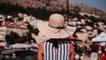 jak chronić skórę przed słońcem?