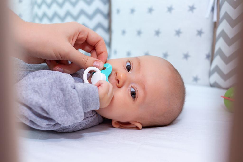 Jak wybrać bezpieczny smoczek dla noworodka?