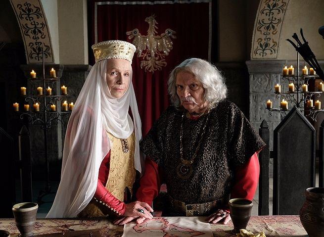 Halina Łabonarska (królowa Jadwiga) i Wiesław Wójcik (Władysław Łokietek) w serialu 'Korona Królów'