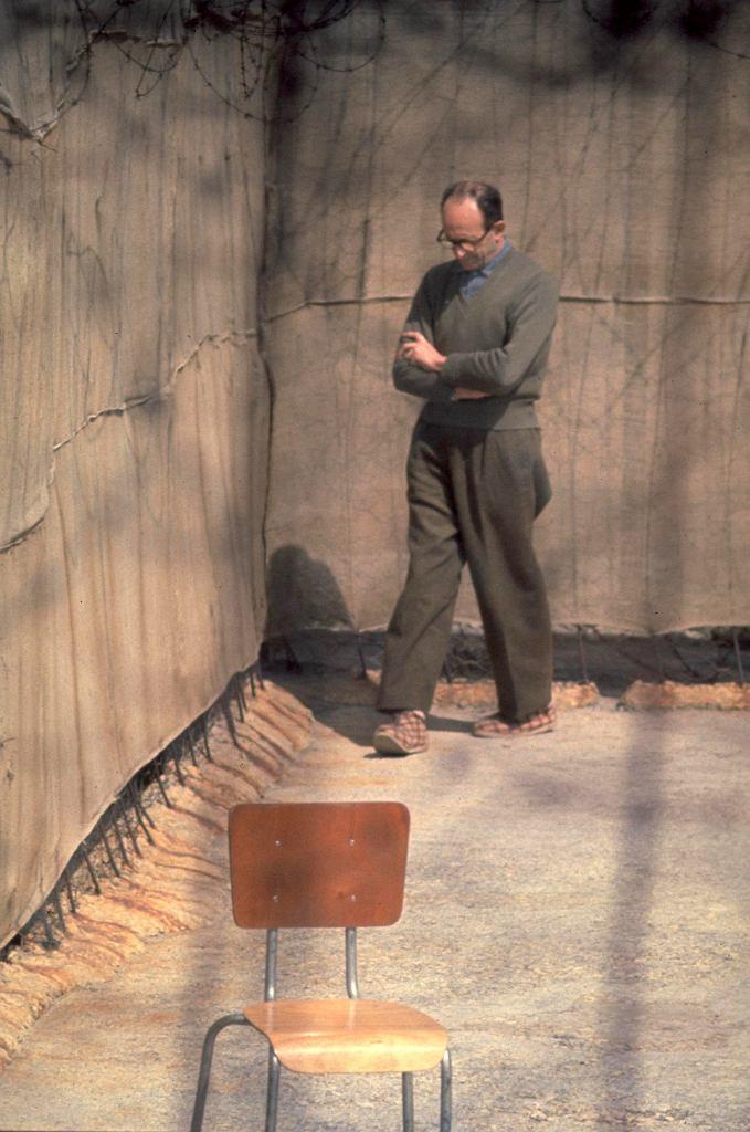 Adolf Eichmann na więziennym spacerniaku