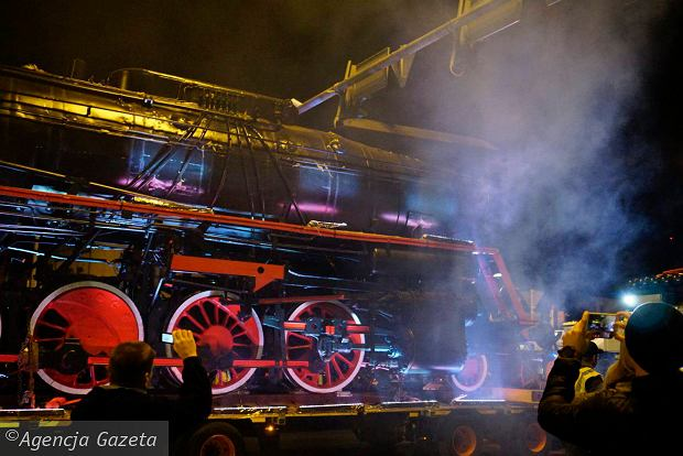Zdjęcie numer 14 w galerii - Lokomotywa Lecha Poznań przejechała ulicami miasta pod stadion przy Bułgarskiej [ZDJĘCIA]