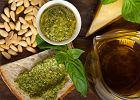Jak zrobić pesto, czyli błyskawiczny przepis na uniwersalny sos z bazylii