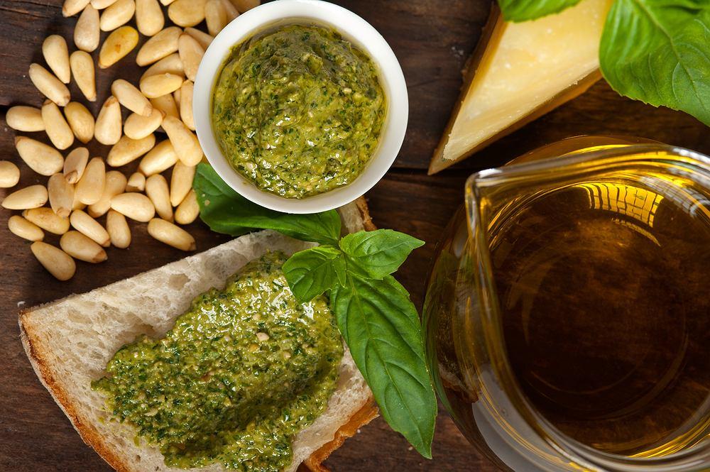Pesto to sos typowy dla kuchni włoskiej.