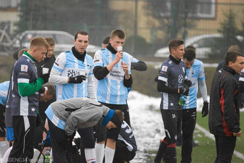 Na boisku na Dajtkach trener Adam Łopatko sprawdzał umiejętności przede wszystkim piłkarzy z trzeciej ligi